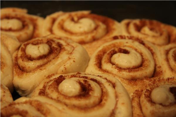 cinnamon-roll-na-het-rijzen